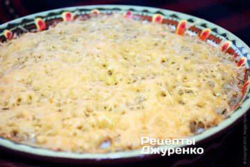 Поставити форму в розігріту до 220-230 градусів духовку і запікати блюдо 40 хвилин