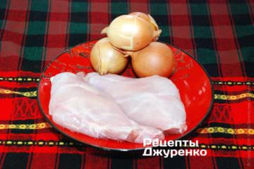 Мясо кролика и лук