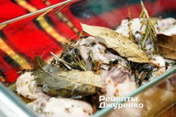 М'ясо кролика під фольгою від моменту закипання рідини готується 20 хвилин