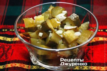 Закуска с солеными огурцами