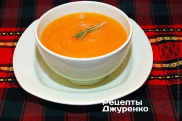 Готовый суп разлить в пиалы, украсить веточкой свежего розмарина и подавать к столу