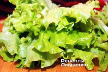 Зеленые салатные листья можно выбрать по своему вкусу