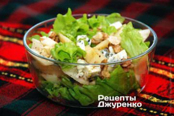 Фото до рецепту: салат з грушею і блакитним сиром