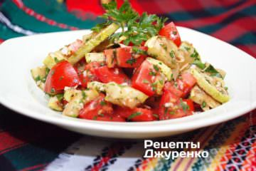 Фото к рецепту: кабачок с помидором