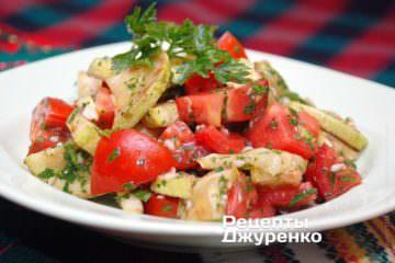 Прикрасити салат зеленню