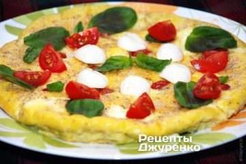 Омлет в духовке с помидорами и моцареллой