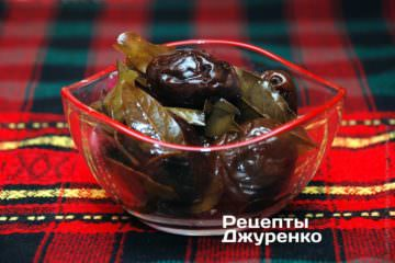 закуска из маринованной сливы