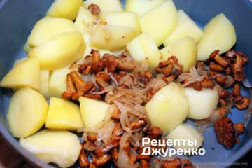 картофель и лисички с луком