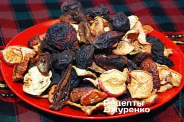 Сухофрукты: яблоки, груши, сливы