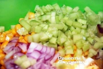 Добавить в салат оливье лук
