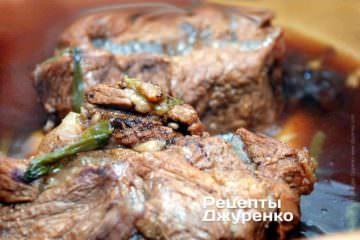 М'ясо у вині під час готування треба перевертати