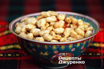 Фото к рецепту: жареный арахис
