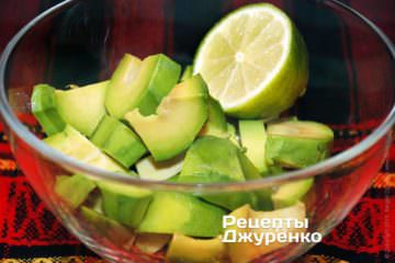 Авокадо полить соком лайма