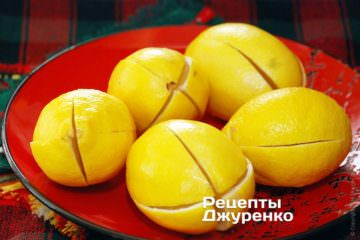 Надрезать каждый лимон накрест по вертикали на две трети