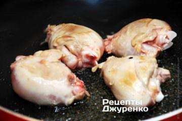 Обжарить курицу