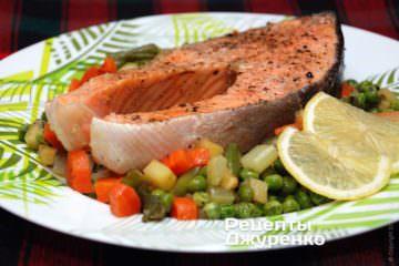 Фото до рецепту: сьомга з овочами