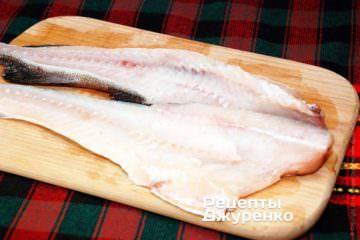 Зрізати філе риби з хребта