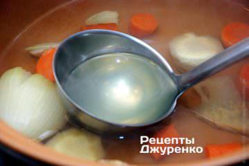 Порцими добавлять овощной бульон
