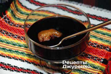 Смешать ингредиенты и растворить мед