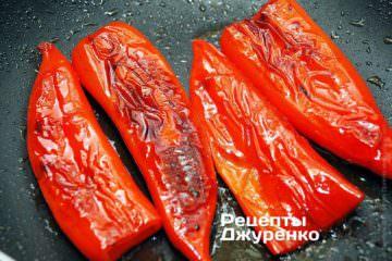 Смажити перці на слабкому вогні