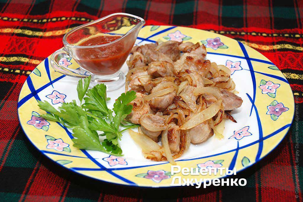 Фото готового рецепту свинина з цибулею в домашніх умовах