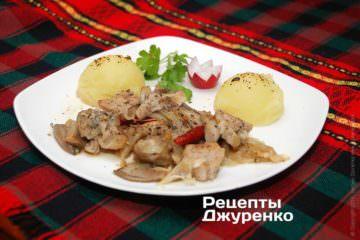 Як гарнір для печені з грибами ідеально підходить картопляне пюре
