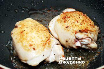 Обжаривать курицу