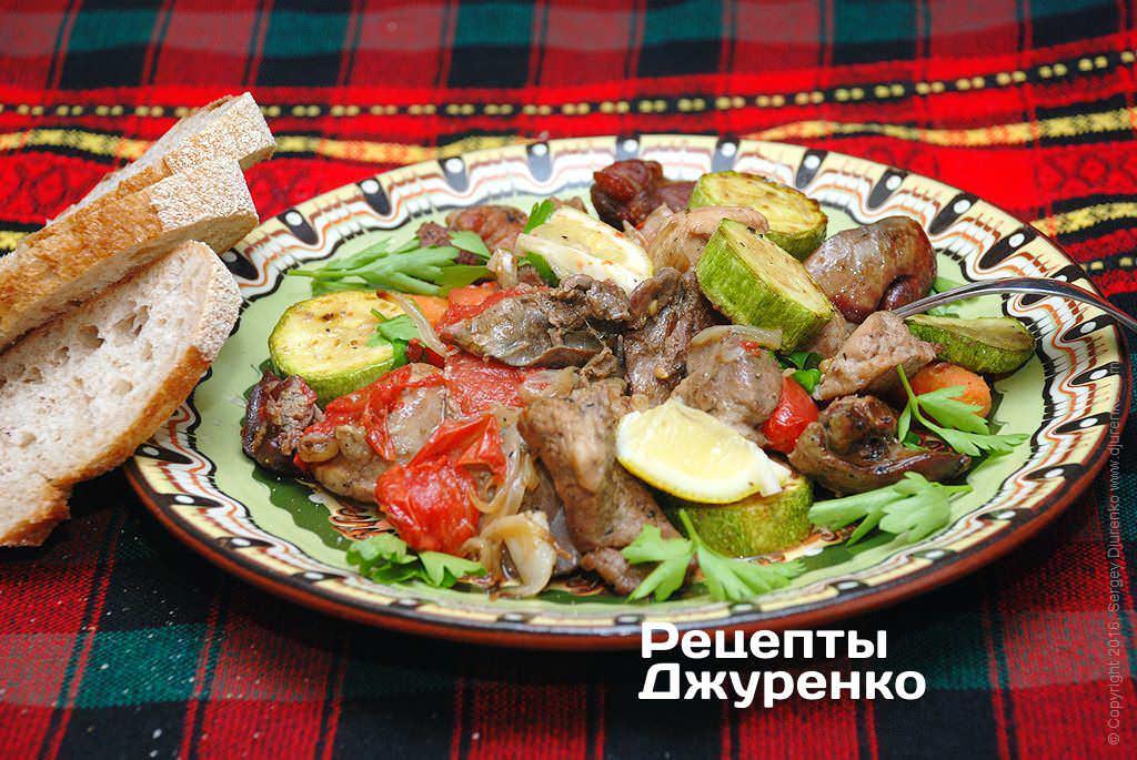 Свинина з овочами запечена