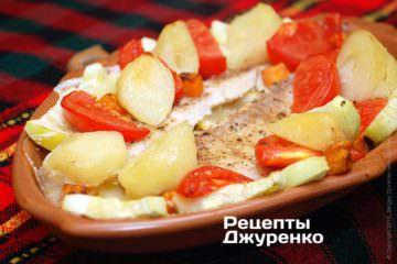 Испечь филе окуня с овощами