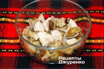 Белые грибы с салатной заправкой