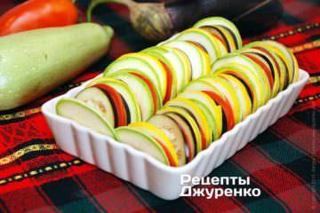 Для удобства можно выложить овощи вотдельную формочку