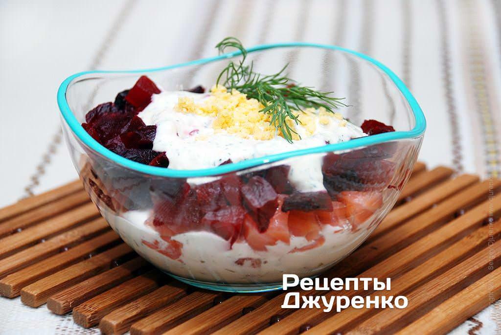 Фото готового рецепту салат з сьомгою в домашніх умовах