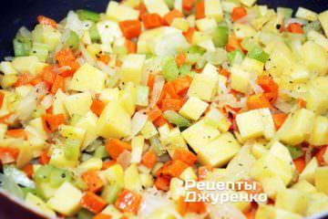 додати нарізану картоплю