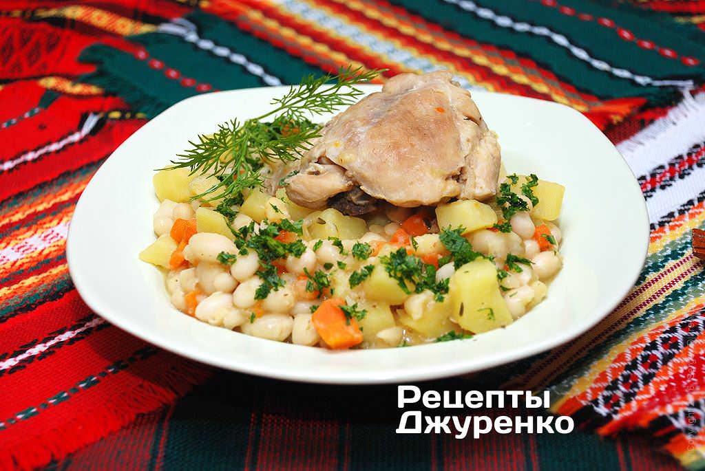 Фото готового рецепту квасоля з куркою в домашніх умовах