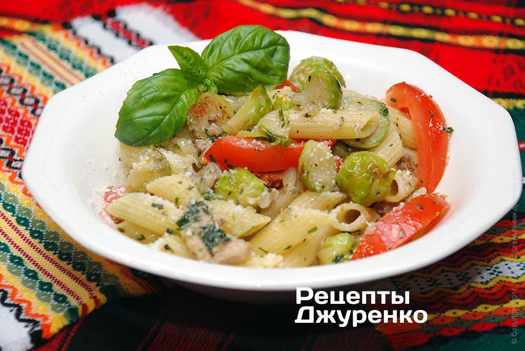 Фото готового рецепта паста с овощами и курицей в домашних условиях
