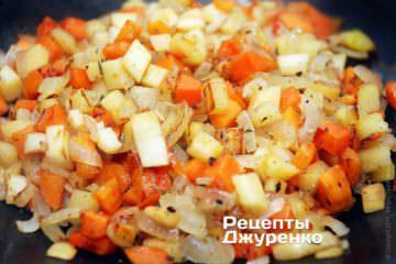 Добавить острый перец и тушить до готовности