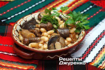тушеные грибы с фасолью