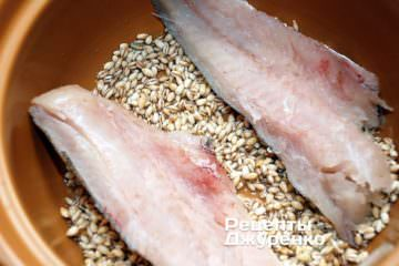 варити крупу і рыбу