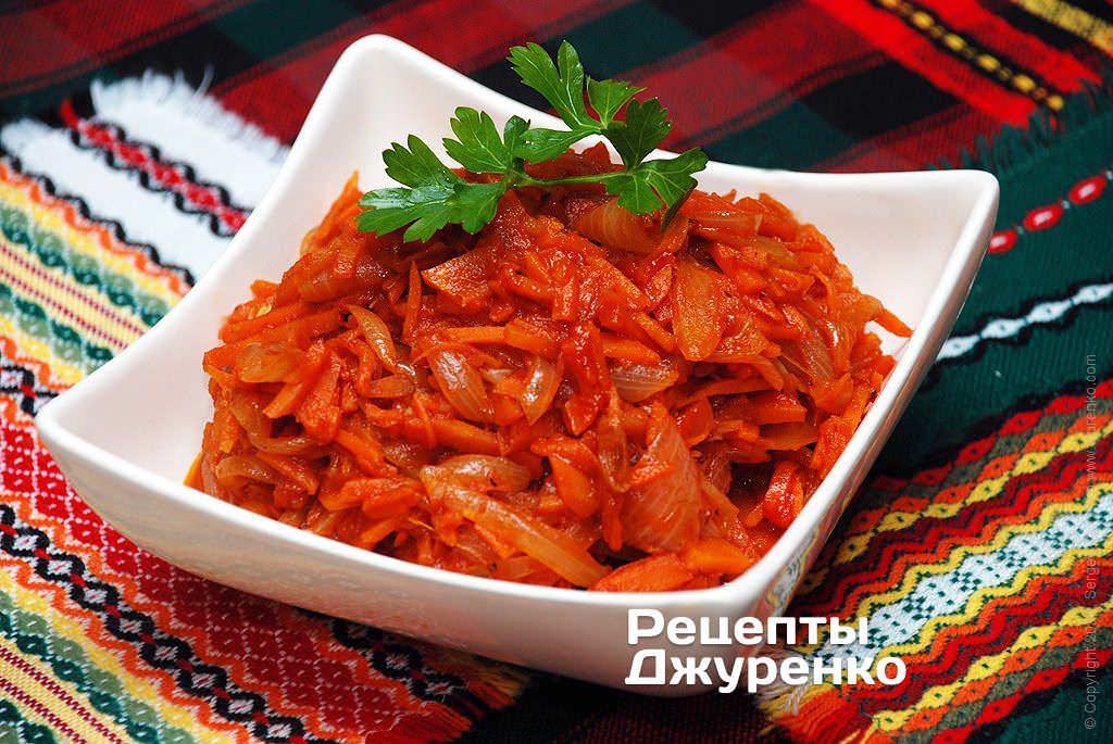 Тушкована цибуля з морквою