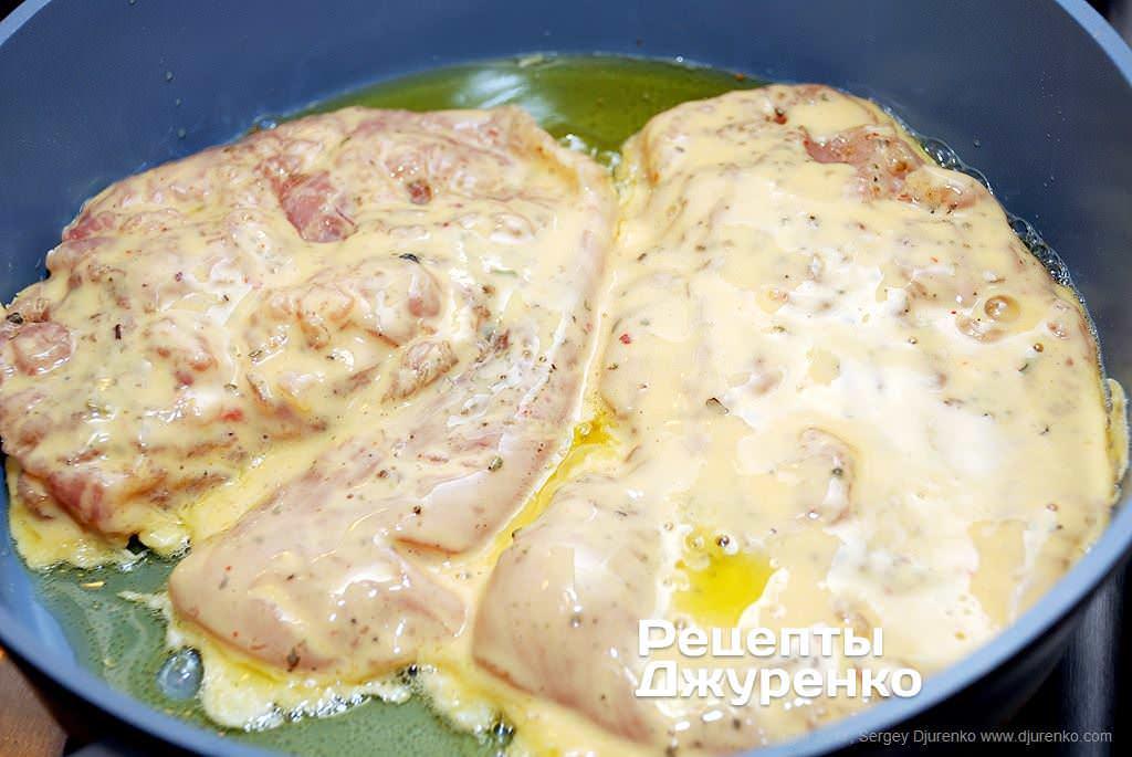 Как приготовить Куриное филе в кляре. Шаг 11: филе обмакнуть в кляр