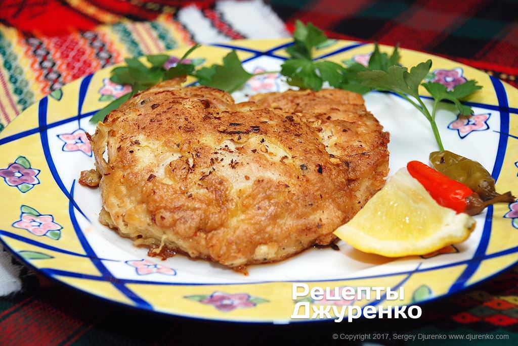 Как приготовить Куриное филе в кляре. Шаг 15: Готовое куриное филе выложить на тарелку