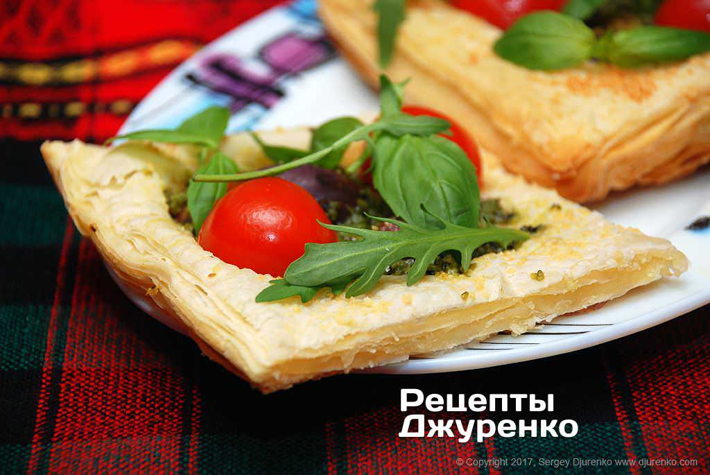 Фото готового рецепта мини-пиццы в домашних условиях