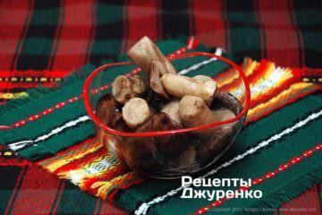 Отваренные лесные грибы