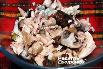 Перемішати закуску з морепродуктами