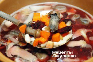 Перекласти обсмажені овочі з пательні в каструлю