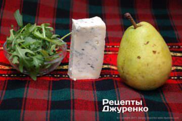 Стигла груша, руккола і сир