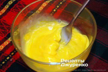 Збити виделкою яйця