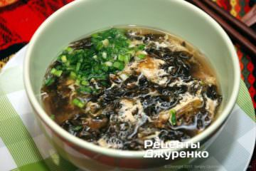 посыпать суп зеленым луком