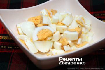 нарезанные яйца