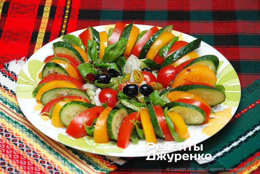 Салат изогурцов ипомидоров